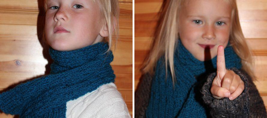 Dark Blue Knitted scarf